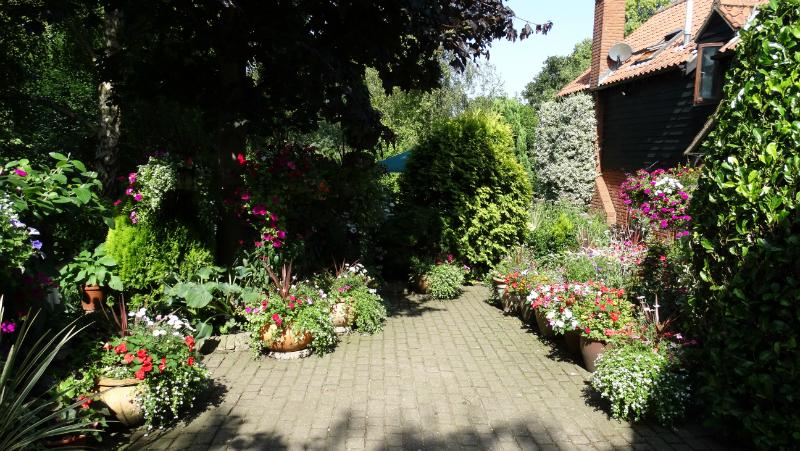co-durham-helmingham-gardens-029