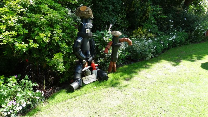 co-durham-helmingham-gardens-036