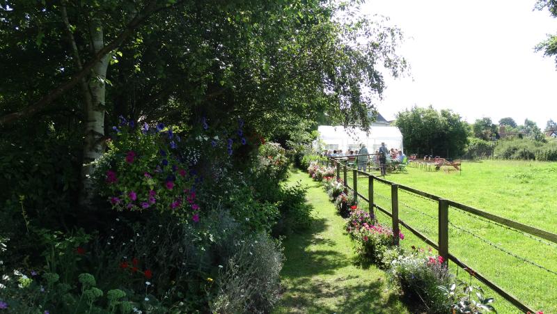 co-durham-helmingham-gardens-038
