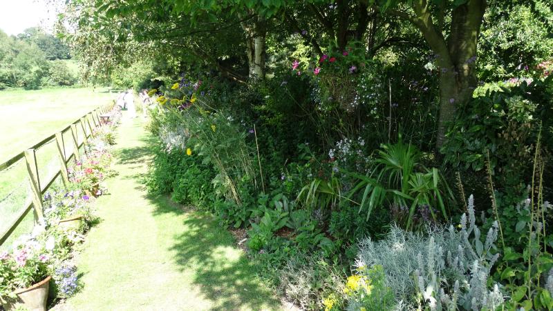 co-durham-helmingham-gardens-040