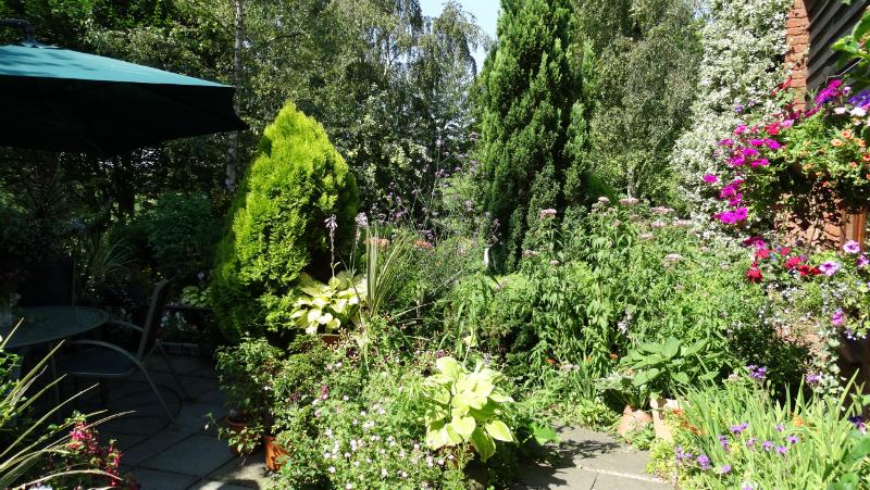 co-durham-helmingham-gardens-041