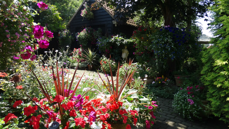 co-durham-helmingham-gardens-042