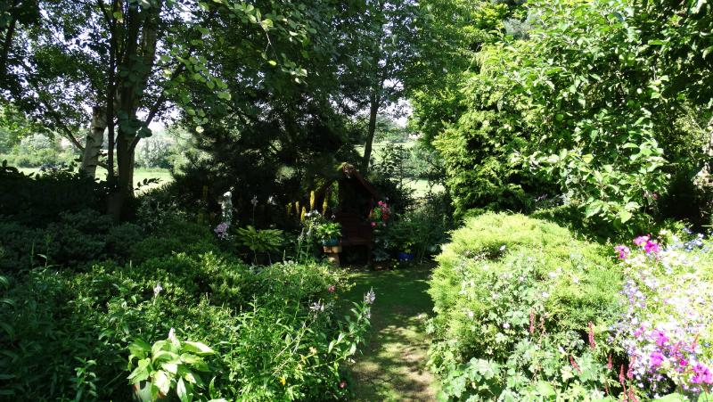 co-durham-helmingham-gardens-043