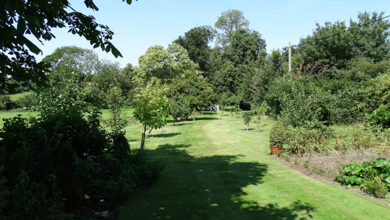 co-durham-helmingham-gardens-046