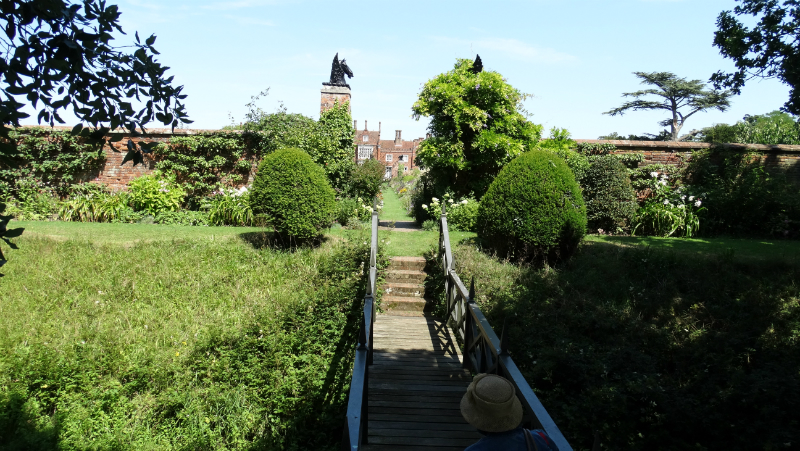 co-durham-helmingham-gardens-057