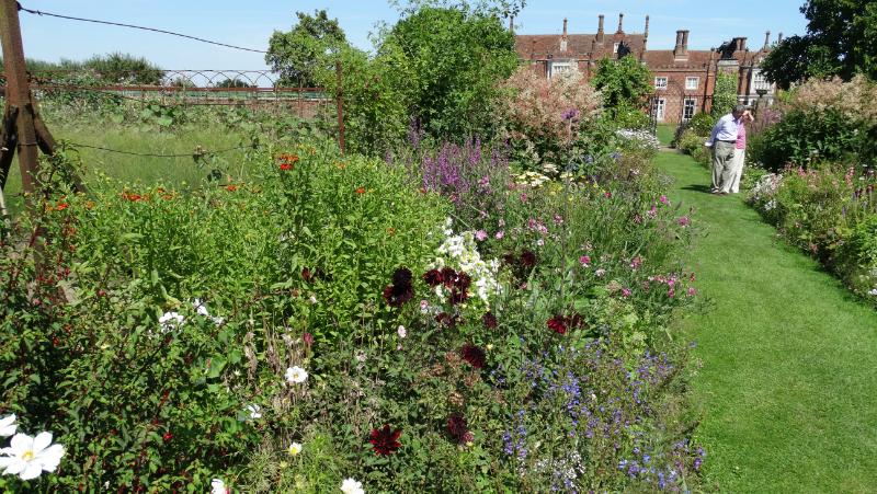 co-durham-helmingham-gardens-063