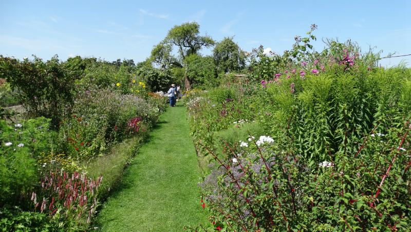 co-durham-helmingham-gardens-064