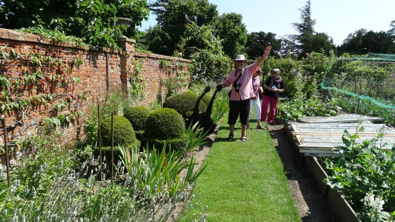 co-durham-helmingham-gardens-072