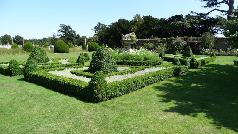 co-durham-helmingham-gardens-074