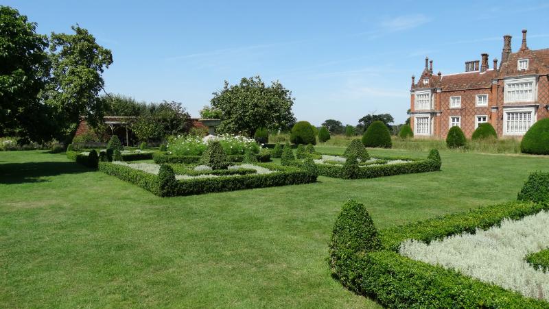 co-durham-helmingham-gardens-075